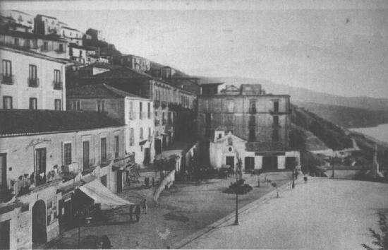 Piazza Della Republica di Pizzo Calabro...nei vecchi tempi! (5269 clic)