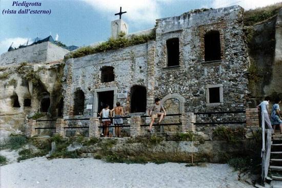 Chiesa di Piedigrotta Pizzo Calabro (5105 clic)