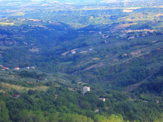 La torre dell'abbazia nella valle - Villa celiera (883 clic)