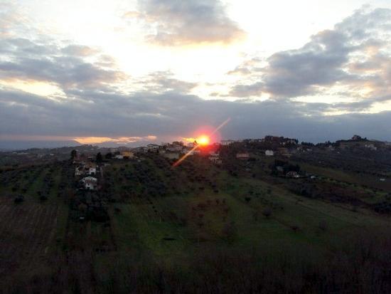 Il sole sulla collina - Spoltore (2556 clic)