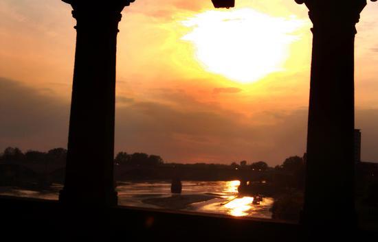 Tramonto tra colonne - Pavia (1156 clic)