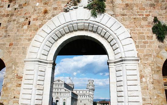 Arco e oltre... - Pisa (1370 clic)
