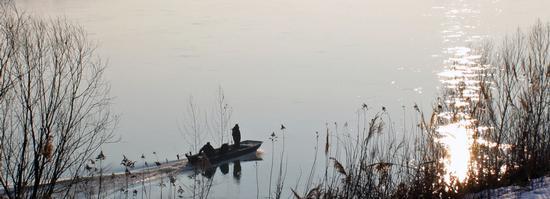 Pescatori in barca sul Po - BORGOFORTE - inserita il 30-Sep-10