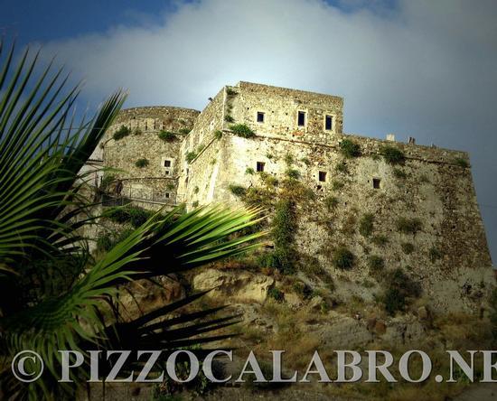 Veduta del Castello Aragonese detto anche Murat - Pizzo (1824 clic)