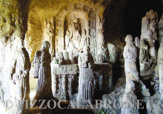 Chiesetta di Piedigrotta Pizzo (2182 clic)
