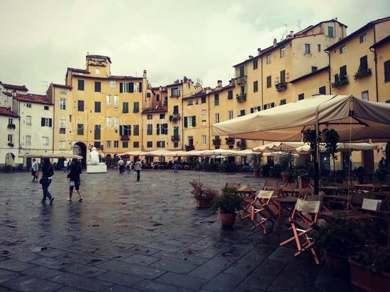 Piazza Anfiteatro - Lucca (954 clic)