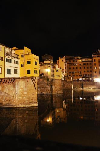 Riflessi di Ponte Vecchio - Firenze (1085 clic)
