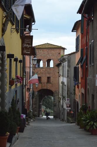 Borghi medievali - Montecarlo (931 clic)