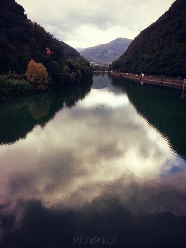 Specchi riflessi - Borgo a mozzano (1095 clic)