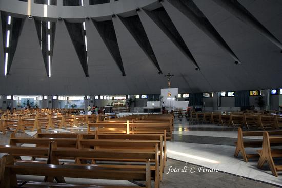 INTERNO DEL SANTUARIO DELLA MADONNA DELLE LACRIME A SIRACUSA - Riesi (4201 clic)