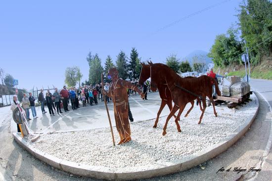 Inaugurazione del monumento dedicato al marmo nero di Gazzaniga. - Orezzo (878 clic)