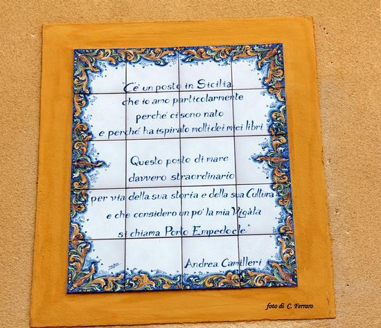 Andrea Camilleri, a Porto Empedocle è dappertutto e ho scoperto entrandovi, il bar ed il ristorante che lui frequenta quando torna nel suo paese natìo  (2627 clic)
