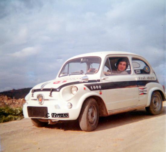 ANNI 7O PROVANDO L'AUTO DEL MIO AMICO SALVATORE V. - Riesi (4070 clic)