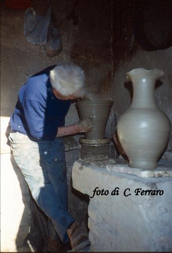 PEPPE DI GREGORIO (L'ULTIMO VASAIO DI RIESI) (2175 clic)