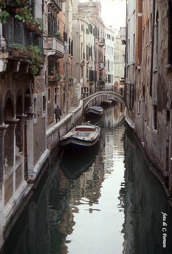 UOMO SOLITARIO - Venezia (1439 clic)