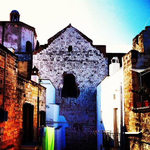 Casamare, Il lato della chiesa. - Polignano a mare (1396 clic)