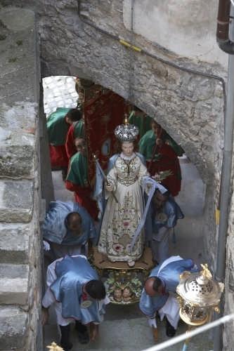 Processione della Madonna del Gonfalone di Navelli (3116 clic)