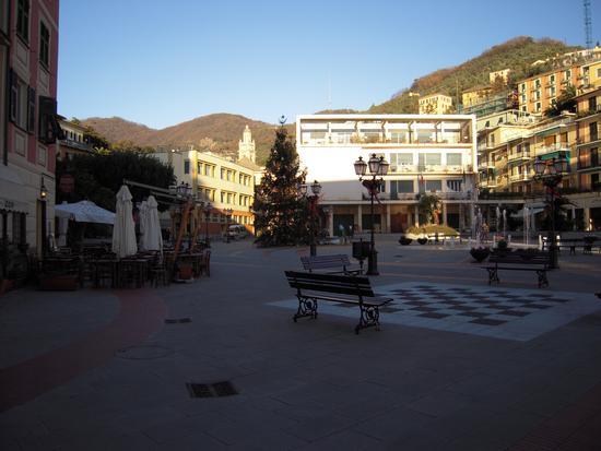 Centro Zoagli con la piazza delle fontane (3482 clic)