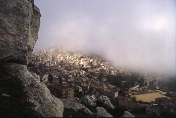 Caltabellotta (con un pò di nebbia) (3242 clic)