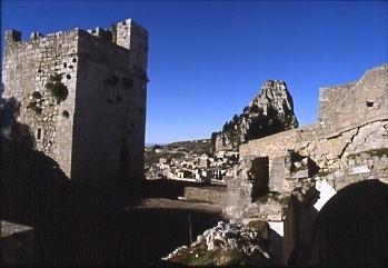 Il Pizzo visto dalla Cattedrale - Caltabellotta (3100 clic)