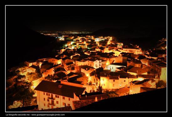 Lava di case e di luci - Civita (2979 clic)