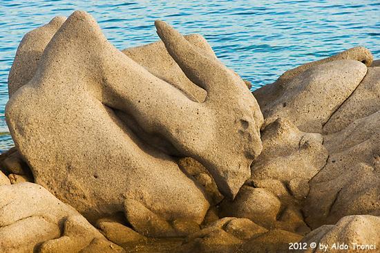 011/25. Golfo di Marinella: Graniti plasmati dal tempo, ovvero ... quando la natura si diverte - Porto rotondo (1234 clic)