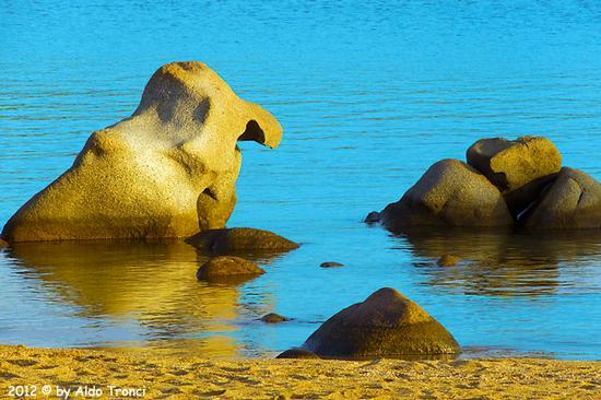 006/25. Golfo di Marinella: Graniti plasmati dal tempo, ovvero ... quando la natura si diverte - Porto rotondo (2755 clic)