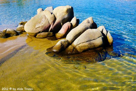005/25. Golfo di Marinella: Graniti plasmati dal tempo, ovvero ... quando la natura si diverte - Porto rotondo (3264 clic)