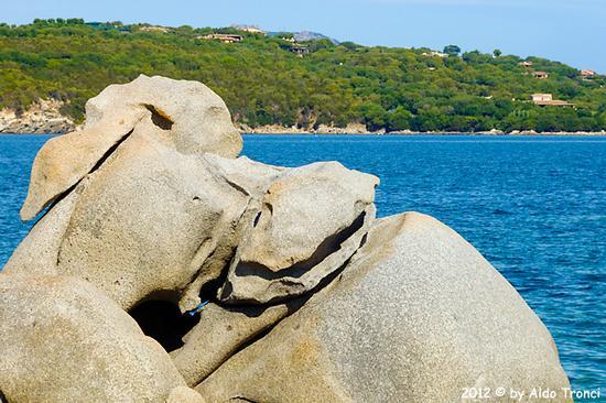 004/25. Golfo di Marinella: Graniti plasmati dal tempo, ovvero ... quando la natura si diverte - Porto rotondo (1180 clic)