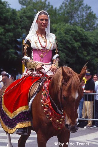 013/35. Sassari: la Cavalcata Sarda '2004 (5684 clic)