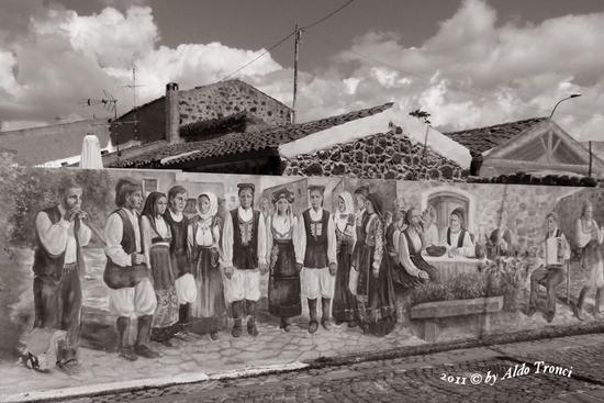 002/30. TINNURA (OR) : i muri parlano - TINNURA - inserita il 28-Mar-12