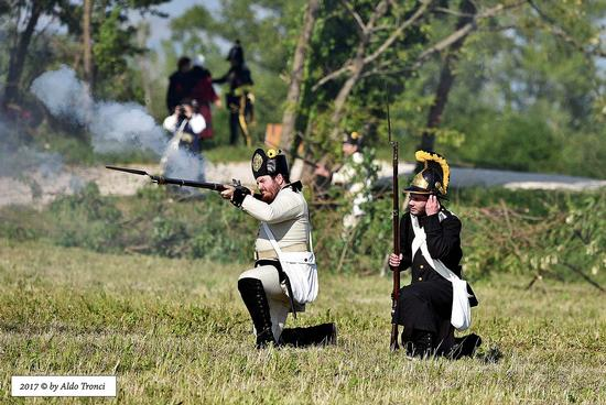 055/66. Soldato austriaco risponde al fuoco nemico - Valvasone (337 clic)