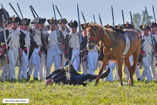 043/66. Il generale Oleg Sokolov, nel tentativo di far impennare il suo cavallo, scivola maldestramente a terra - Valvasone (264 clic)