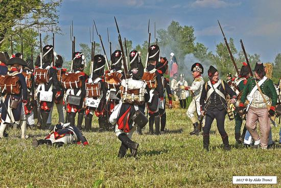 038/66. Fase del primo scontro dove gli austriaci respingono le truppe napoleoniche  - Valvasone (374 clic)