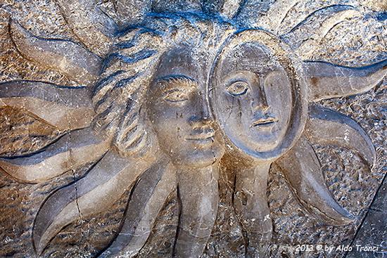 004/31 - Caorle: Sculture su pietra (740 clic)