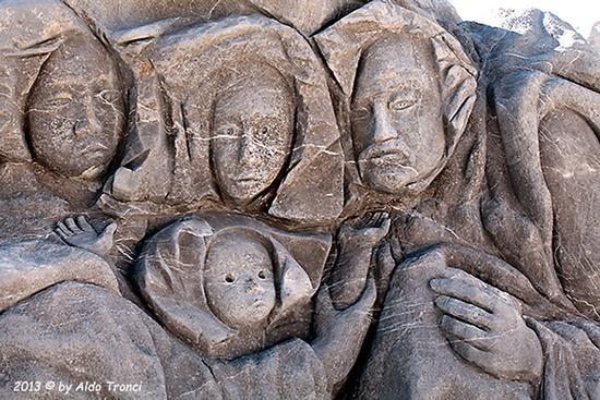 003/31 - Caorle: Sculture su pietra (573 clic)
