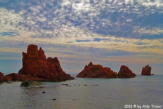 013/13. Lido di Cea conosciuto anche come  Spiaggia de Is Scoglius Arrubius - Bari sardo (3303 clic)