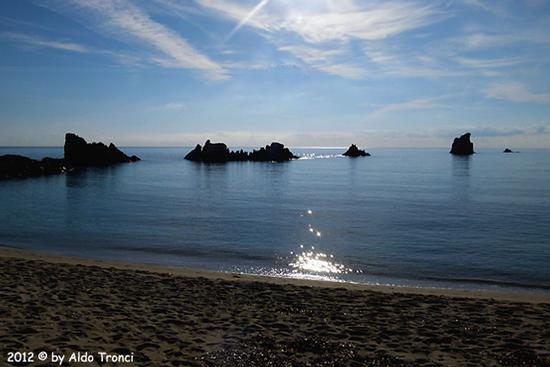 012/13. Lido di Cea conosciuto anche come Spiaggia de Is Scoglius Arrubius - Bari sardo (2476 clic)