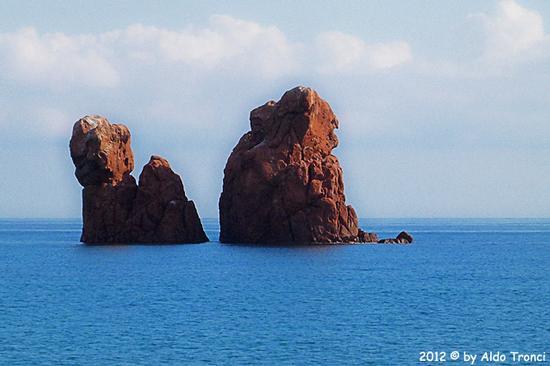 003/13. Lido di Cea conosciuto anche come Spiaggia de Is Scoglius Arrubius - Bari sardo (2116 clic)