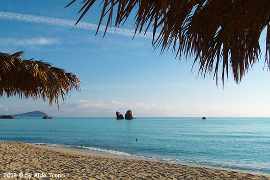 002/13. Lido di Cea conosciuto anche come Spiaggia de Is Scoglius Arrubius - Bari sardo (3283 clic)