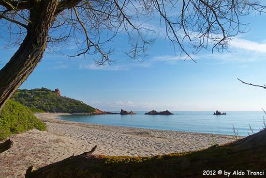 001/13. Lido di Cea conosciuto anche come Spiaggia de Is Scoglius Arrubius - Bari sardo (4848 clic)