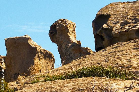 022/25. Golfo di Marinella: Graniti plasmati dal tempo, ovvero ... quando la natura si diverte - Porto rotondo (1150 clic)