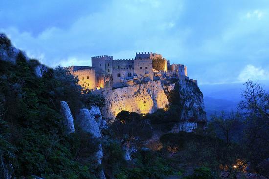 Castello al tramonto in un pomeriggio invernale - Caccamo (7200 clic)