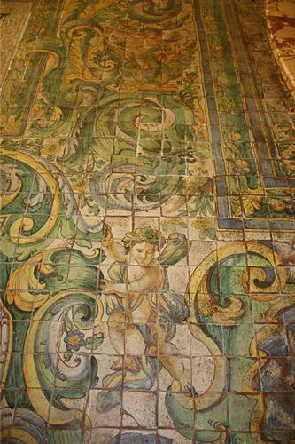 Particolare pavimento maiolicato nella Chiesa di San Benedetto alla Badìa a CACCAMO (PA) (4887 clic)