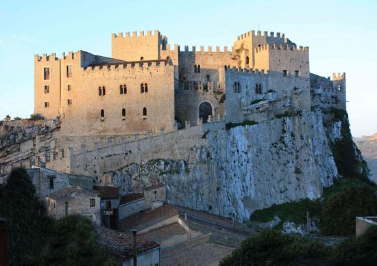 Il Castello alle prime luci del sole - Caccamo (3766 clic)