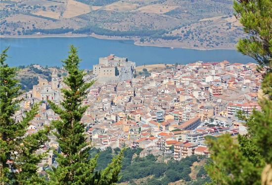 Panorama del borgo Medioevale di Caccamo e Lago di Rosamarina (7243 clic)