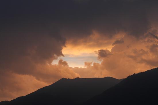 Un cielo infuocato - Lezzeno (1335 clic)