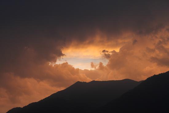 Cielo infuocato in una serata estiva - Lezzeno (1522 clic)