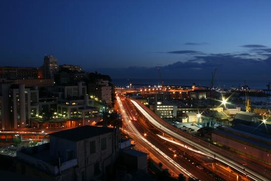 Luce notturna - Genova (3737 clic)