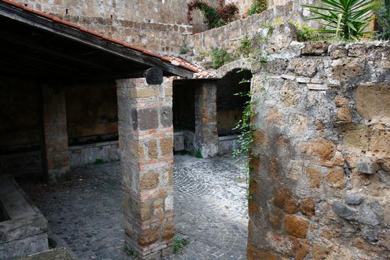 vecchio  lavatoio  - Tuscania (2614 clic)